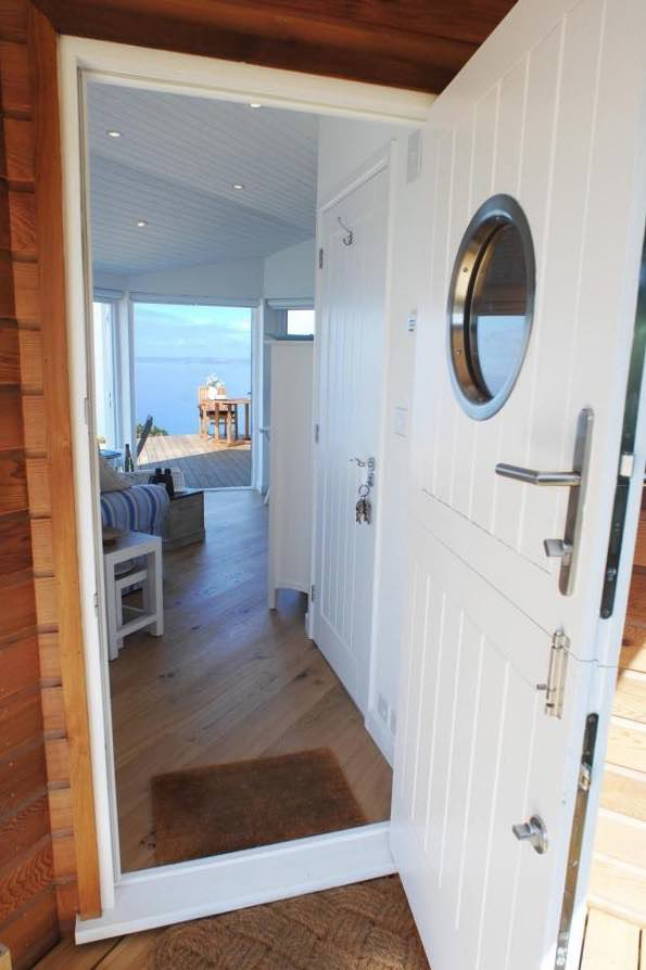 320-sq-ft-tiny-beach-cottage-vacation-in-cornwall-04