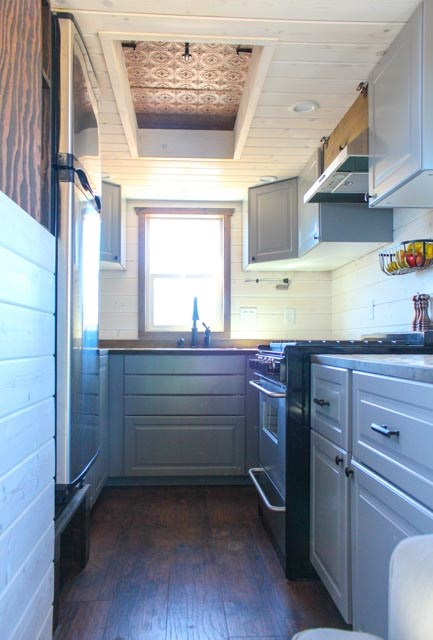 33ft Gooseneck Tiny House by Canyonland Tiny Homes_008