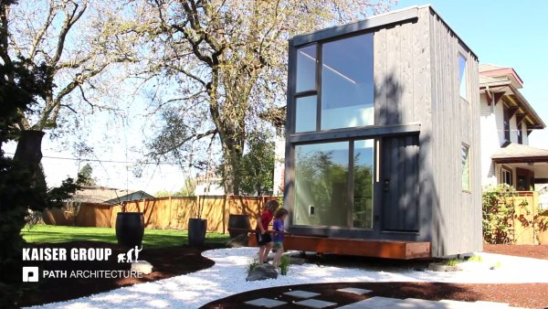 359 Rotation Tiny House in Portland, Oregon 002