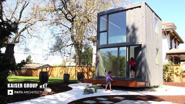 359 Rotation Tiny House in Portland, Oregon 003