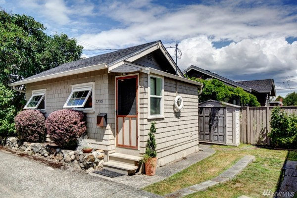 360 Sq Ft Earl Ave Tiny Cottage in Seattle 0014