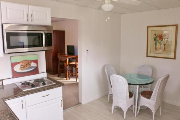 364-sq-ft-tiny-blue-star-cottage-002