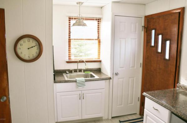 364-sq-ft-tiny-blue-star-cottage-005
