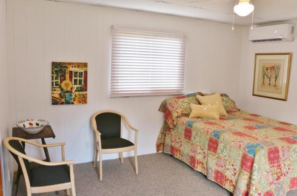 364-sq-ft-tiny-blue-star-cottage-006