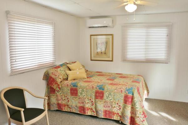 364-sq-ft-tiny-blue-star-cottage-007
