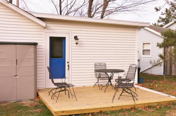 364-sq-ft-tiny-blue-star-cottage-011