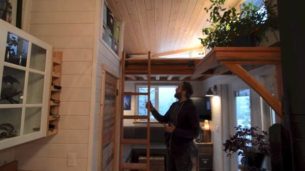 380-sq-ft-v-house-nelson-tiny-houses-004