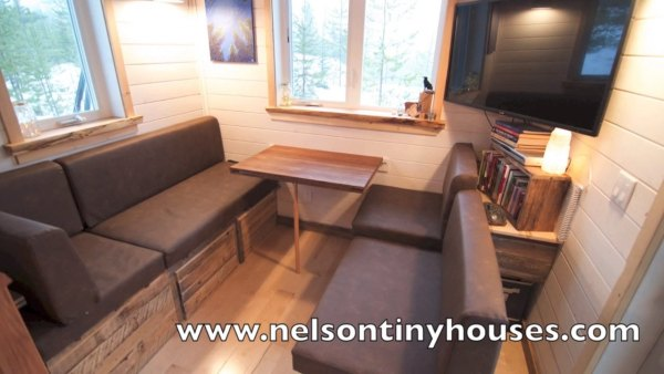 380-sq-ft-v-house-nelson-tiny-houses-015