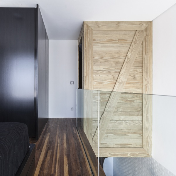 387-sq-ft-2-story-micro-apartment-in-brazil-007