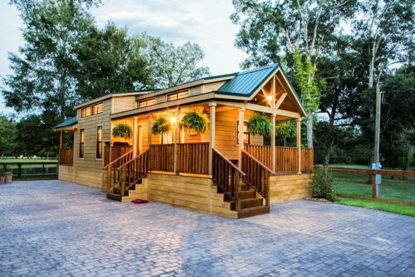 393sf Park Model Tiny Home on Waterfront Lot in Texas 001