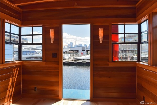 400 Sq Ft Its About Time Houseboat in Seattle 003