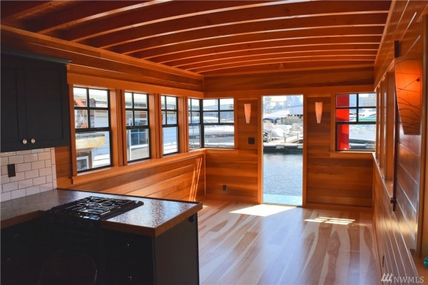 400 Sq Ft Its About Time Houseboat in Seattle 004