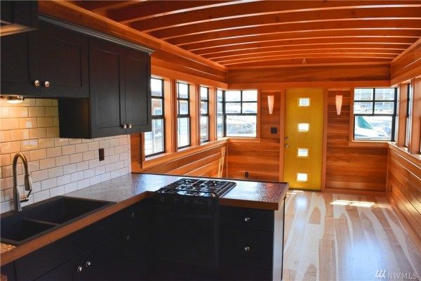 400 Sq Ft Its About Time Houseboat in Seattle 006
