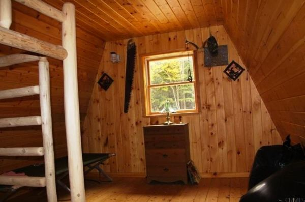 400-sq-ft-tiny-cabin-on-1-acre-for-sale-005