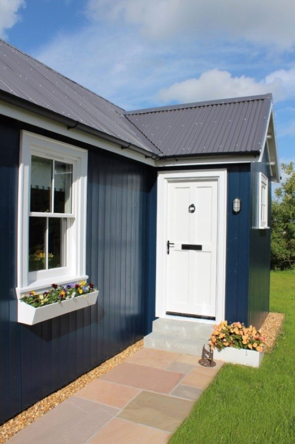431-sq-ft-cottage-by-the-wee-house-company-0015