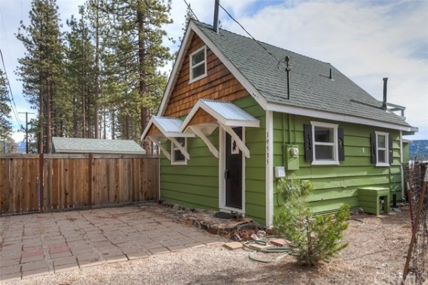 461sf Tiny Cottage in Fawnskin CA For Sale 001