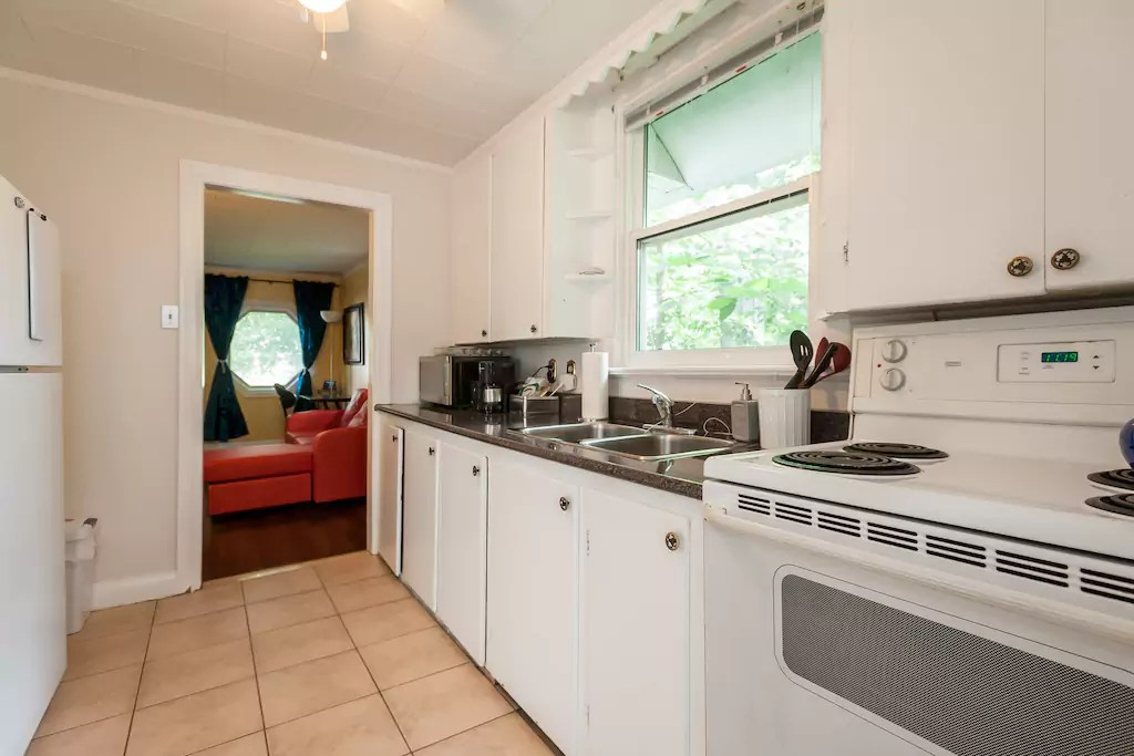 500 Sq Ft Tiny Cottage in Toronto 005