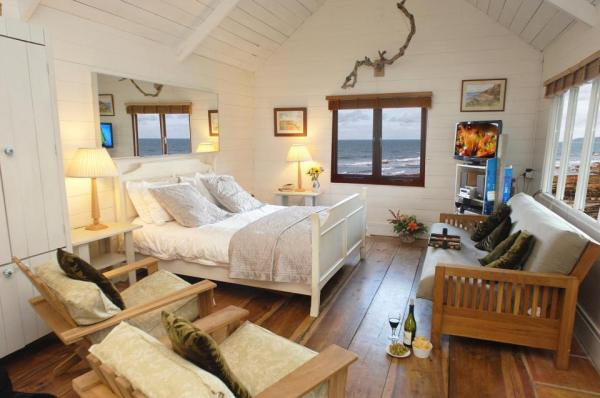 510-sq-ft-tiny-cottage-on-the-beach-0016