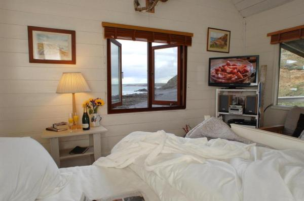 510-sq-ft-tiny-cottage-on-the-beach-0020