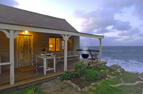 510-sq-ft-tiny-cottage-on-the-beach-005