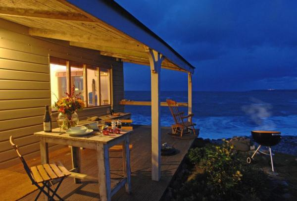 510-sq-ft-tiny-cottage-on-the-beach-006