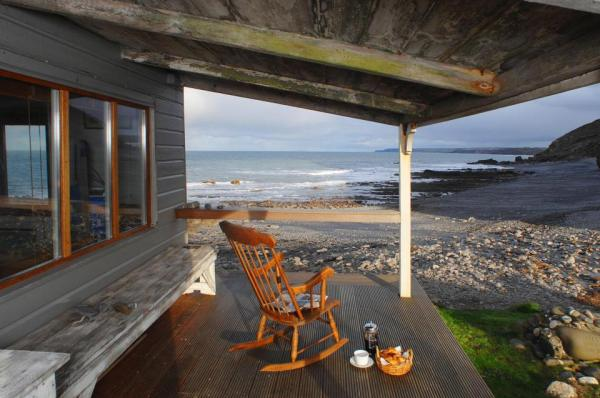 510-sq-ft-tiny-cottage-on-the-beach-008