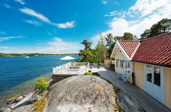 538-sq-ft-cottage-in-sweden-kalvsvik-lake-house-0013