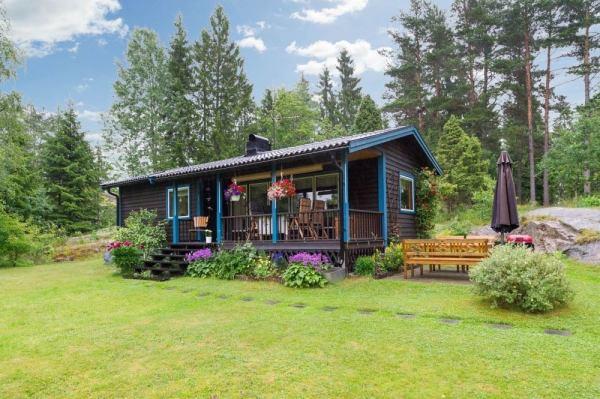 570-sq-ft-tiny-cottage-in-rural-sweden-001