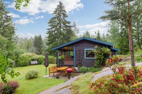 570-sq-ft-tiny-cottage-in-rural-sweden-002
