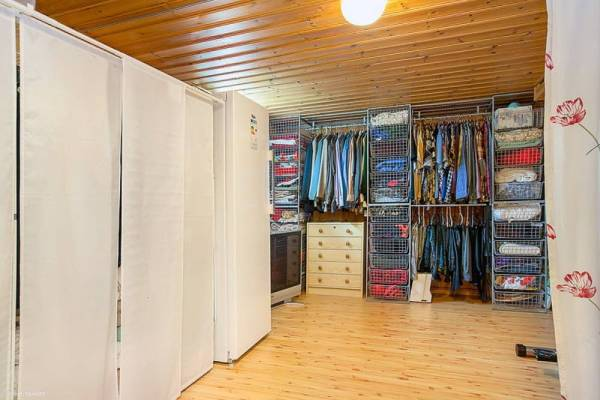 645-sq-ft-small-house-with-basement-in-sweden-06