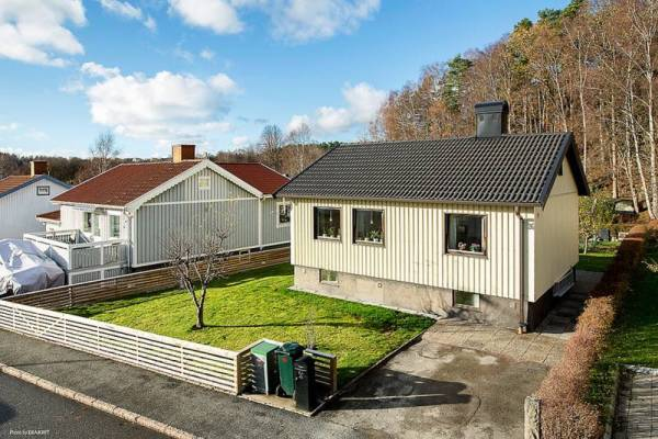 645-sq-ft-small-house-with-basement-in-sweden-09