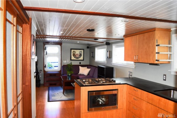 651 Sq Ft Houseboat in Seattle 0011