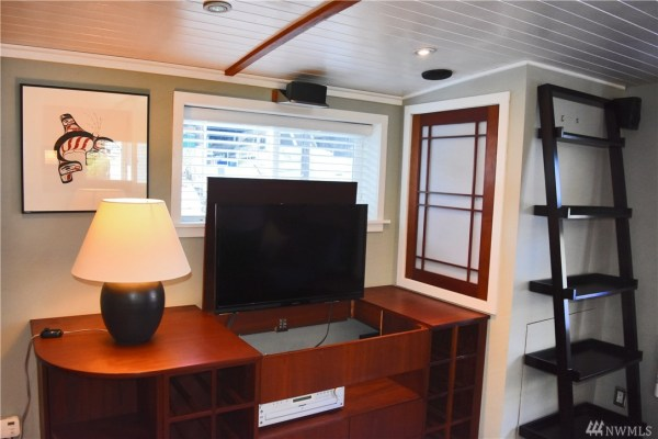 651 Sq Ft Houseboat in Seattle 0012