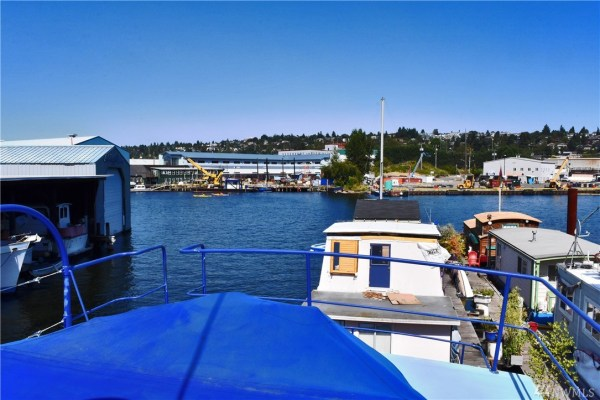 651 Sq Ft Houseboat in Seattle 006