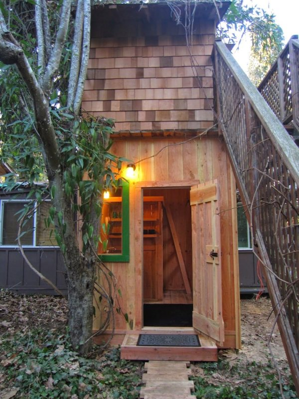 6x10-treehouse-inspired-tiny-house-built-with-scraps-by-molecule-tiny-homes-001