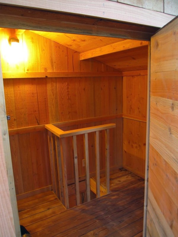 6x10-treehouse-inspired-tiny-house-built-with-scraps-by-molecule-tiny-homes-0017