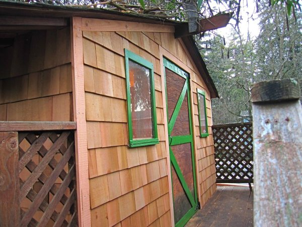 6x10-treehouse-inspired-tiny-house-built-with-scraps-by-molecule-tiny-homes-004