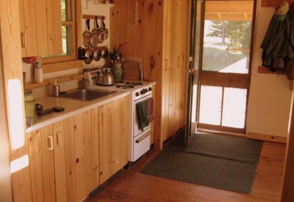 700sf-tiny-cabin-003