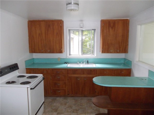 748 Sq. Ft. Cottage For Sale with Great Potential in Olympia 006
