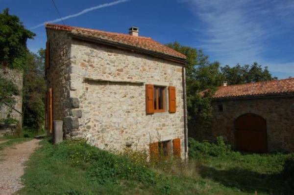 890-sq-ft-cottage-in-france-005
