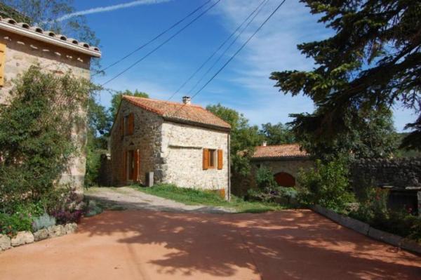 890-sq-ft-cottage-in-france-020