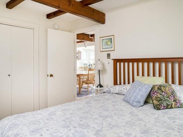 960-sq-ft-cozy-beach-cottage-011