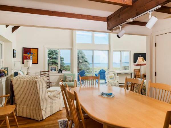 960-sq-ft-cozy-beach-cottage-03