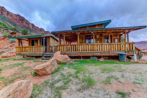 Artsy Tiny Cabin with Amazing Views in Utah For Sale 001