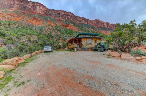 Artsy Tiny Cabin with Amazing Views in Utah For Sale 0021
