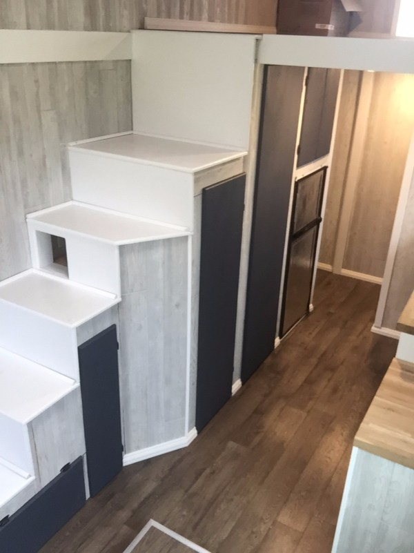 bachelors-off-grid-tiny-house-in-nebraska-for-sale-004