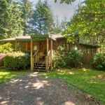 Beautiful Little Cabin on 1 Acre with Separate Garage in Shelton, WA 001