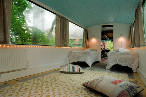 Bus-Converted-Cabin-Rooftop-Deck-011