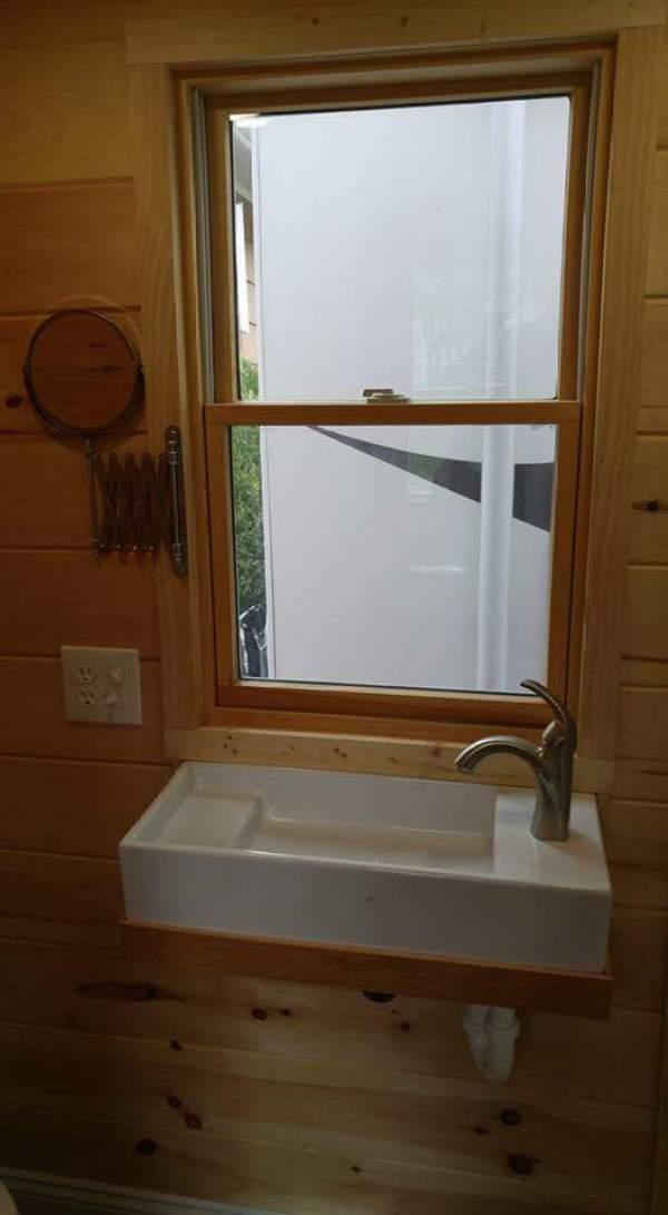 cedar-shake-tiny-house-connecticut-011