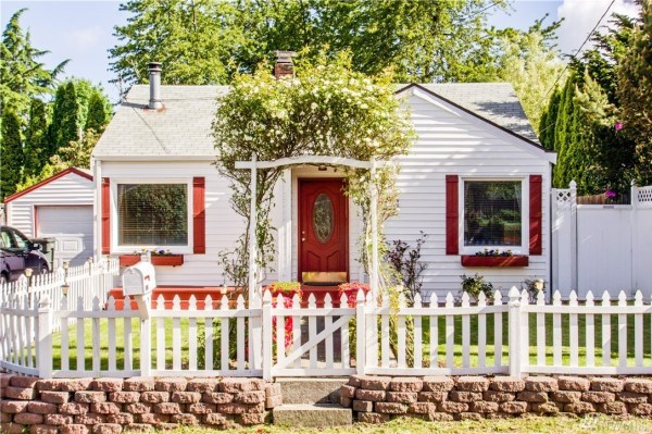 Charming Tiny Cottage in Olympia